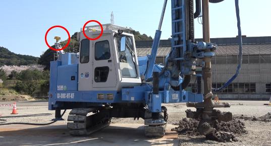 ロッドやホースそしてエンジンから遠ざかることでアンテナの破損を防止しています。